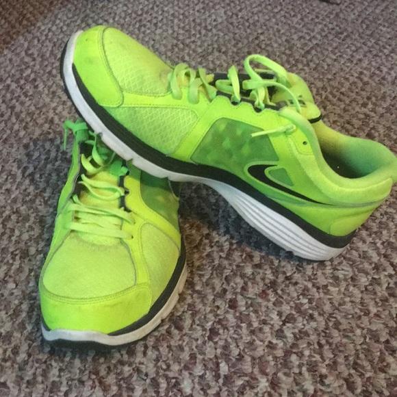 4c2e5e829558 Men s Neon Green Nike Dual Fusion Run Shoes size13.  M 5aca6305c9fcdf3a8f2453d7
